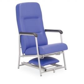 Sillón acompañante reclinable y reposapiés regulable. Tapizado ignifugo