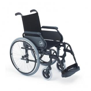 Silla de ruedas Breezy 300 de acero con reposapiés giratorios y desmontables. Color Negro